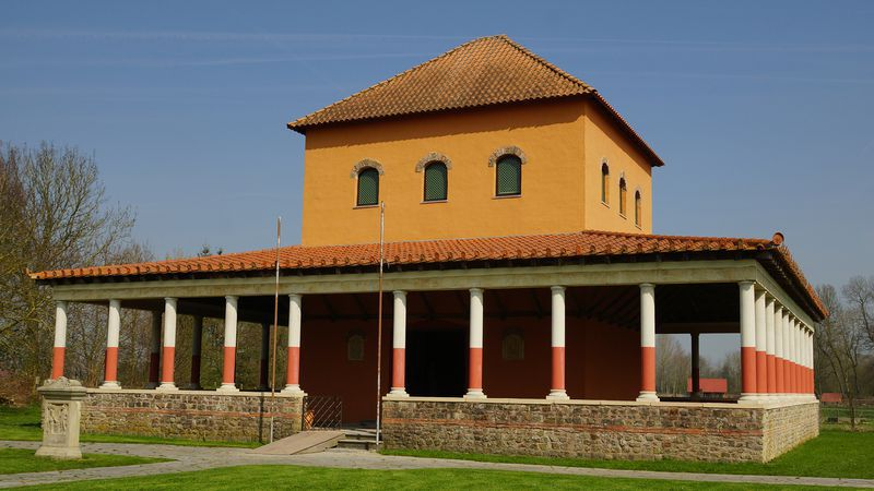 Reconstructie van een Gallo-Romeinse tempel, gelijkaardig aan die in Velzeke