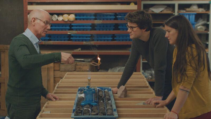 Natalie en Jonas ontdekken het principe van schaliegas