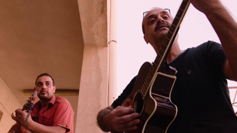 Saif en Nabeel in september, op de dag van de aankomst van de instrumenten.
