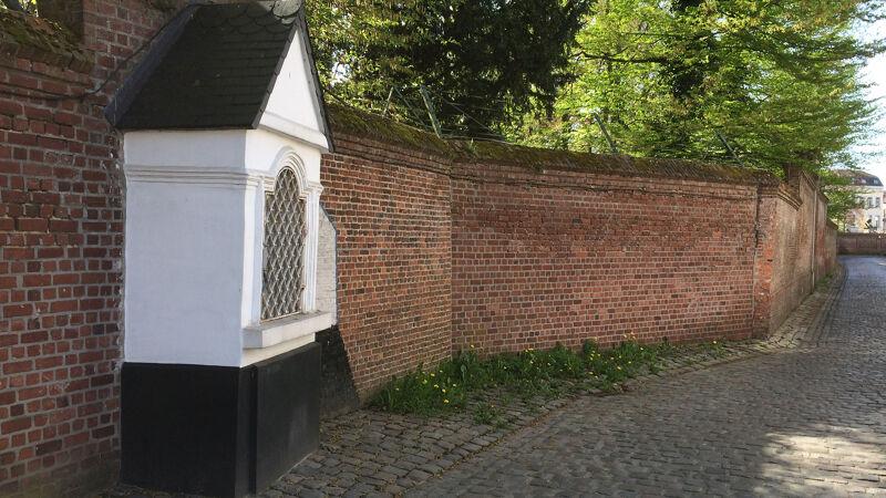 Bidkapelletje in de Mellerystraat, overblijfsel van de pelgrimsweg van Brussel naar Laken
