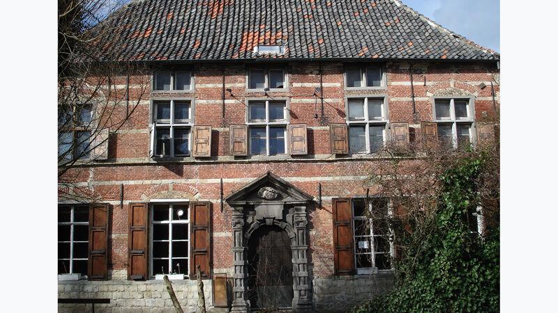 Het Hooghuis in Doel, voorgevel met barok portaal (toestand 2009)