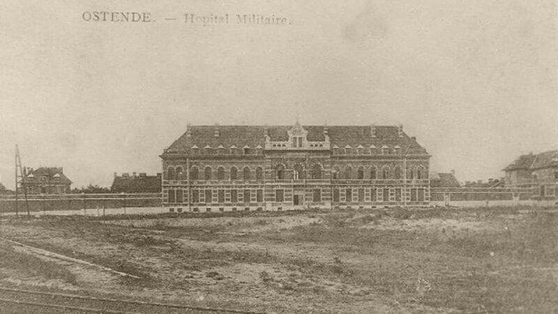 Het Militair Hospitaal, door de Duitsers als Marine Feldlazaret gebruikt. De arme visserswijk lag hier vlakbij
