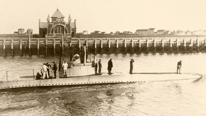 Duitse U-boot in de Oostendse havengeul
