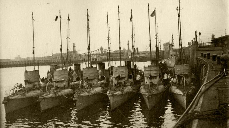 Duitse torpedoboten aan de kaai in Oostende