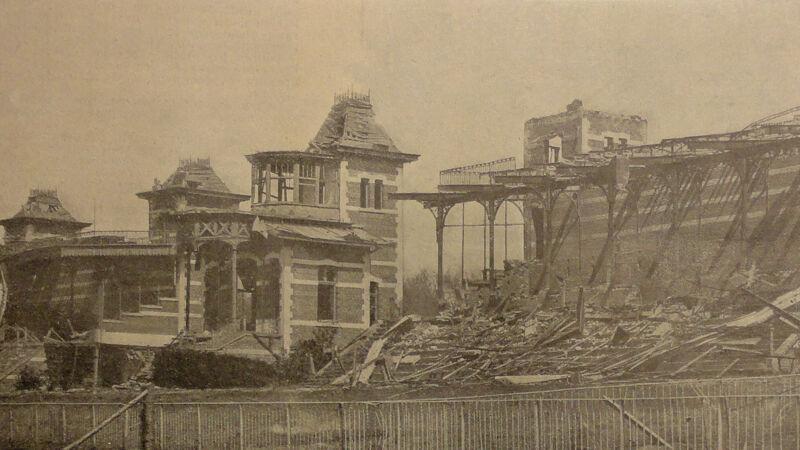 Koninklijke loge en tribunes na de verwoestende ontploffingen van 1919