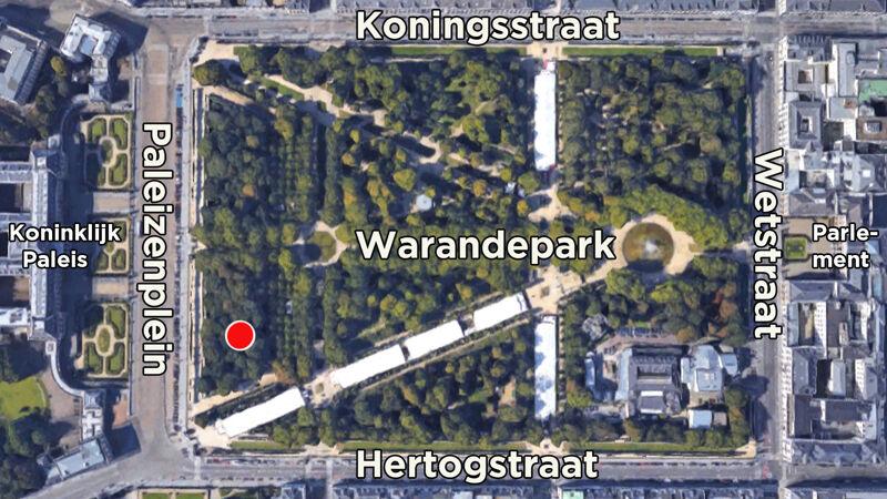 Het Warandepark in Brussel: de rode stip duidt het beeld van Peter de Grote aan