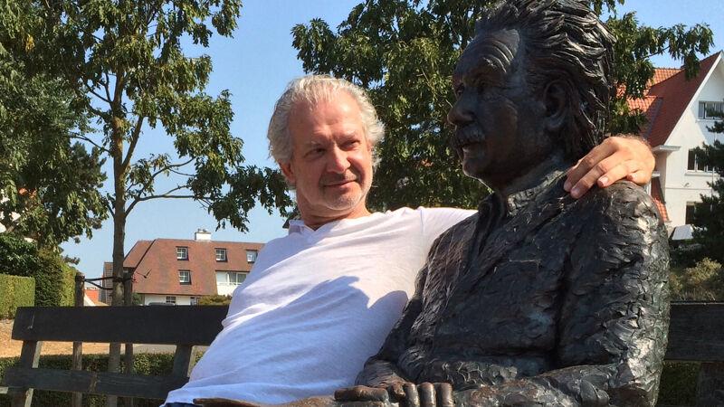 Uw reporter bij Einstein in De Haan (reporter zit links)