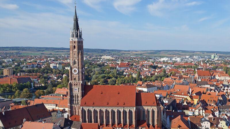 Sankt-Martin van Landshut, de hoogste bakstenen kerktoren ter wereld (130 meter)