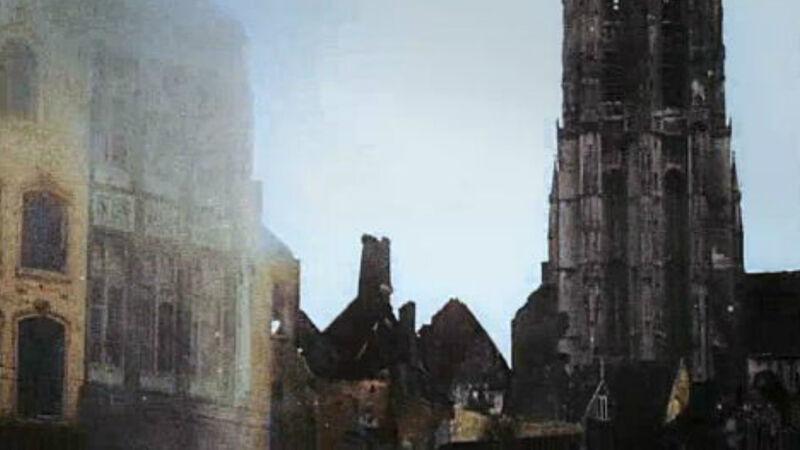 'Apocalyps' toont de verwoesting van de stad Leuven en de universiteitsbibliotheek, maar we zien opnieuw Mechelen: je herkent de Sint-Romboutstoren