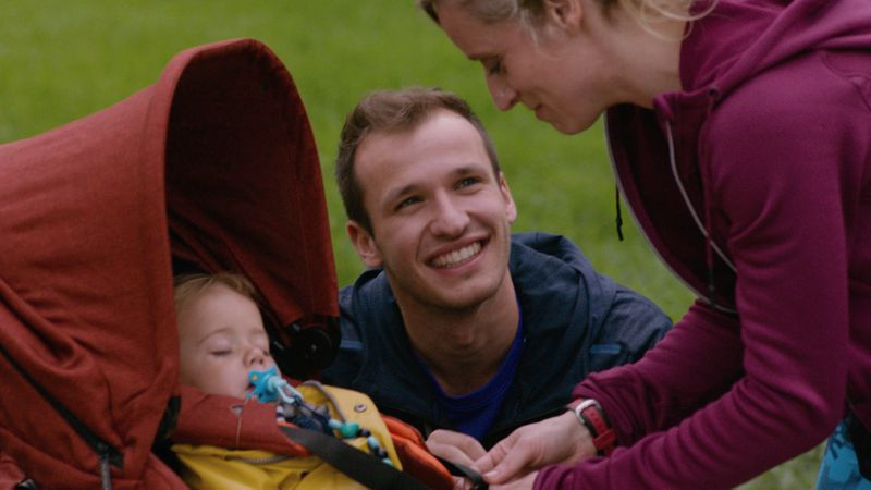 Arne houdt Femke fit, en ook Vicje mag meegenieten van de trainingen van zijn mama.