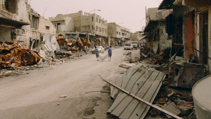 In Mosul worden de lijken geruimd.
