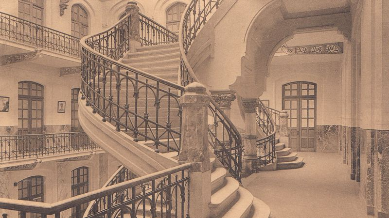 Oude foto van de trappenhal