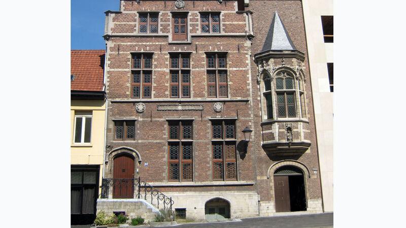 Huis Concordia in Mechelen, onderaan zie je de toegang tot de wijnkelder van de kanunniken