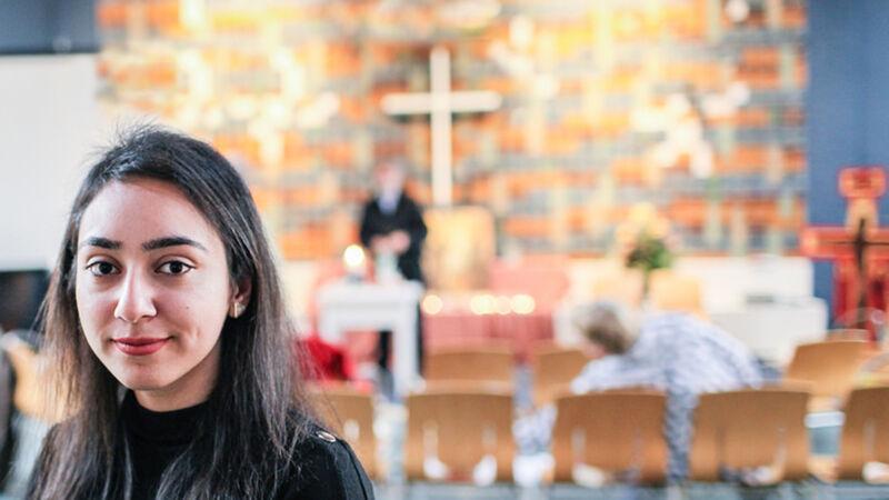 Hayarpi Tamrazyan, de 21-jarige dochter van het Armeense gezin, in de Bethel-kerk in Den Haag