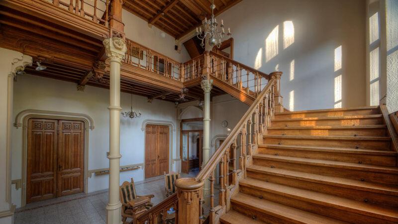 De grote trap van het Zellaerkasteel