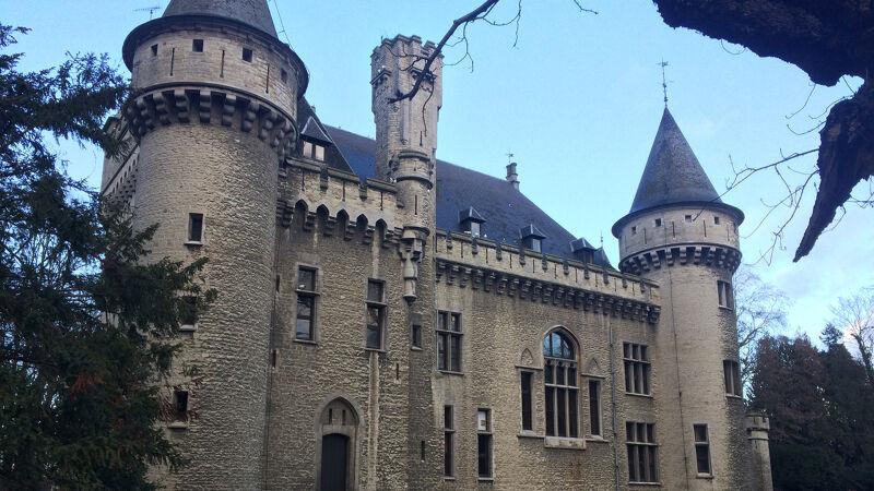 Zijgevel van het kasteel