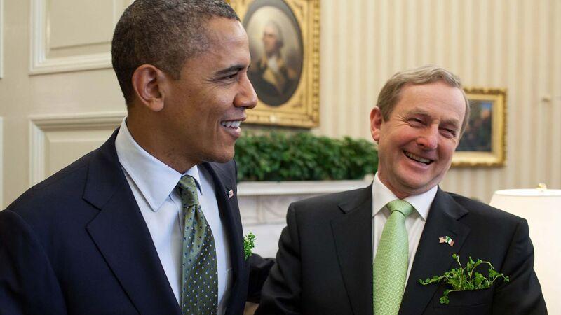 De Ierse premier Kenny bij president Obama in het Witte Huis ter gelegenheid van Saint Patrick's Day 2012. Let op de klaverblaadjes in hun vest.