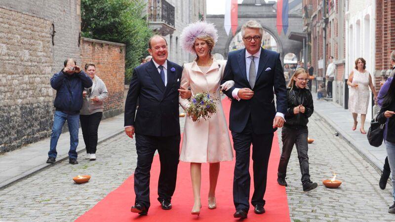 Prins Philippe de Riquet de Caraman-Chimay en zijn kersverse bruid, prinses Françoise, met hun getuige prins Laurent (september 2012)