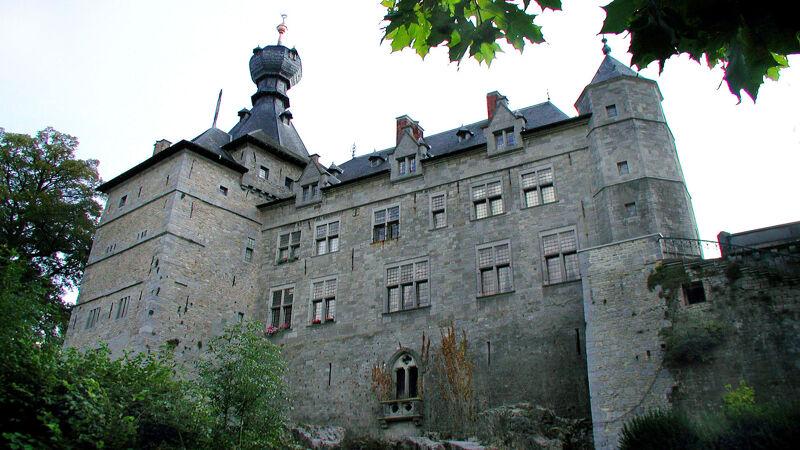De zijgevel van het kasteel