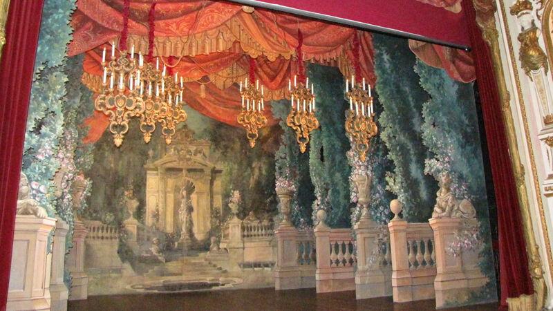 Theater van Chimay: toneeldoek van decorateur Canbon