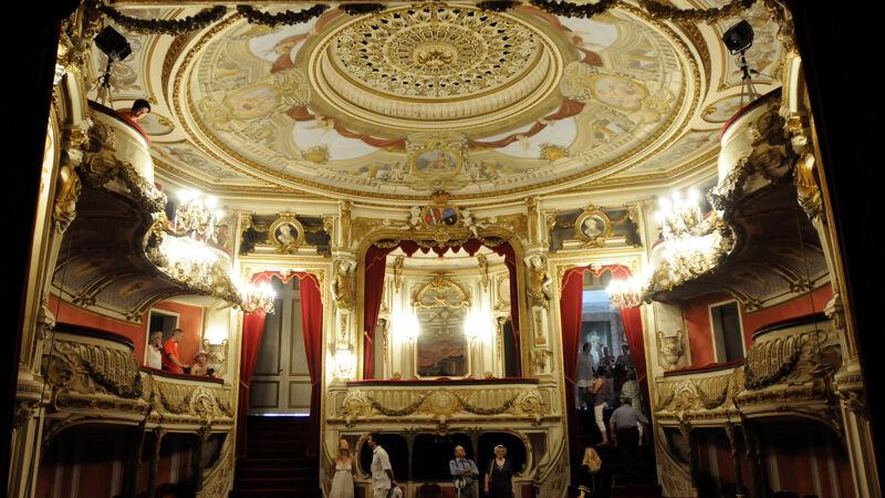 Theater van Chimay: zicht op de zaal en de prinselijke loge