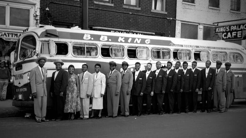De tourbus van het B.B. King Orchestra in Memphis (1956)