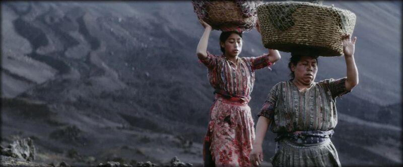 In Ixcanul kiest Bustamante ervoor om te werken met lokale mensen, allen non-acteurs.