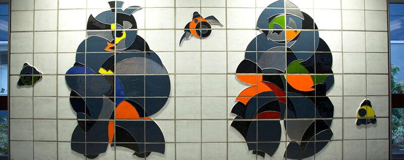 Deel van de keramiekwand van Paul Van Hoeydonck in het VRT-omroepcentrum