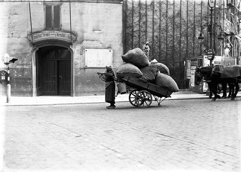 (jaren 30) Vrouw met kar