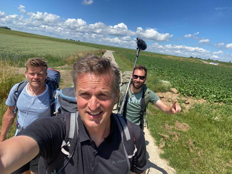 De laatste kilometers wordt er geflirt met de Franse grens. Het team stapt richting Grand Reng, een dorpje tegen de grens met Frankrijk.