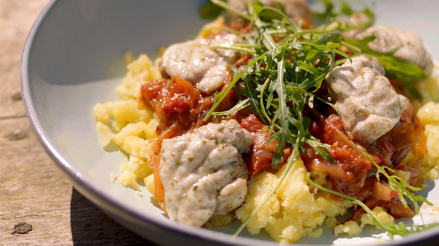 Gegrilde zeeduivel met tomatenchutney en geplette aardappelen