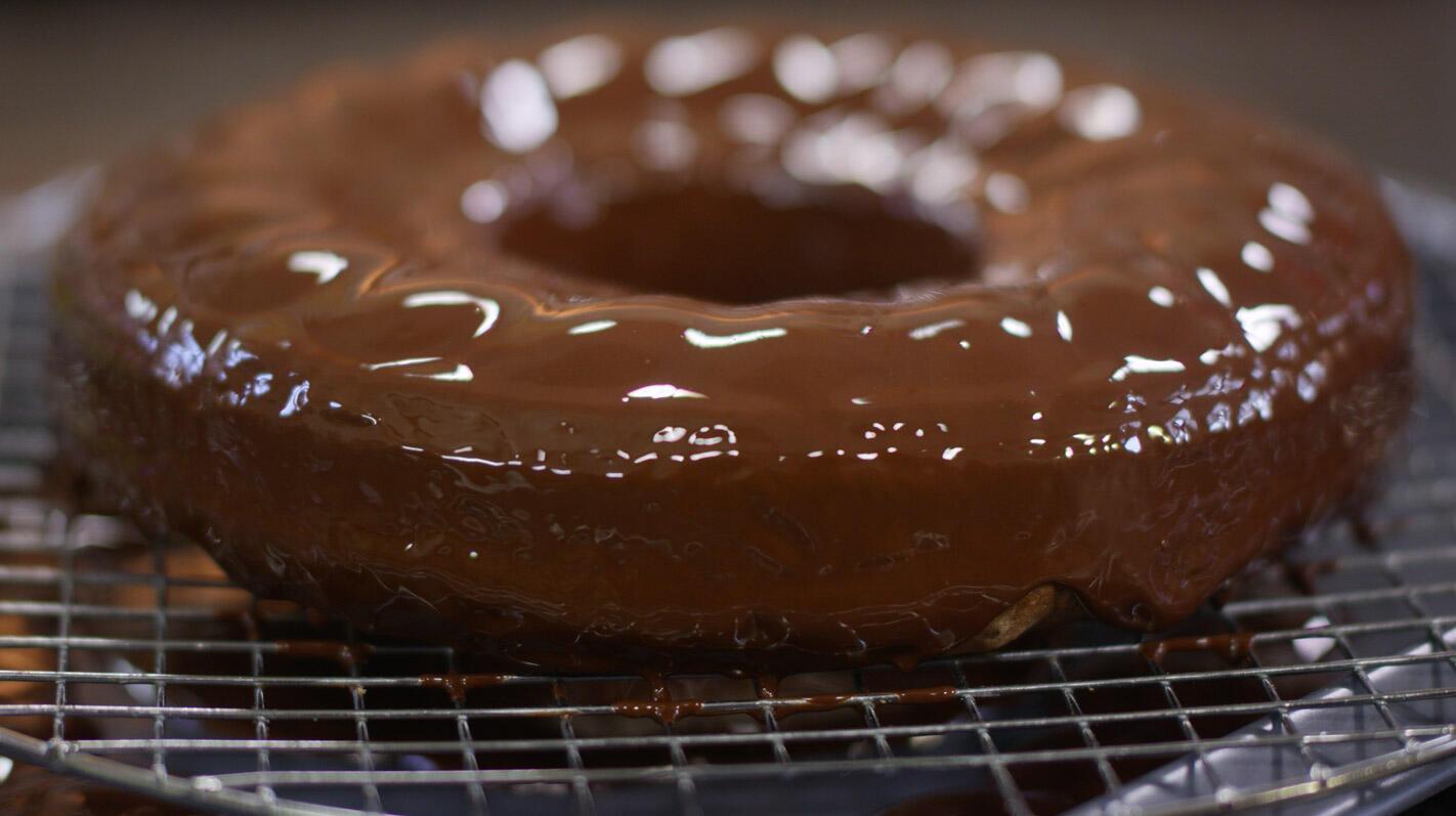 Tulbandcake met chocolade, noten en sinaasappel