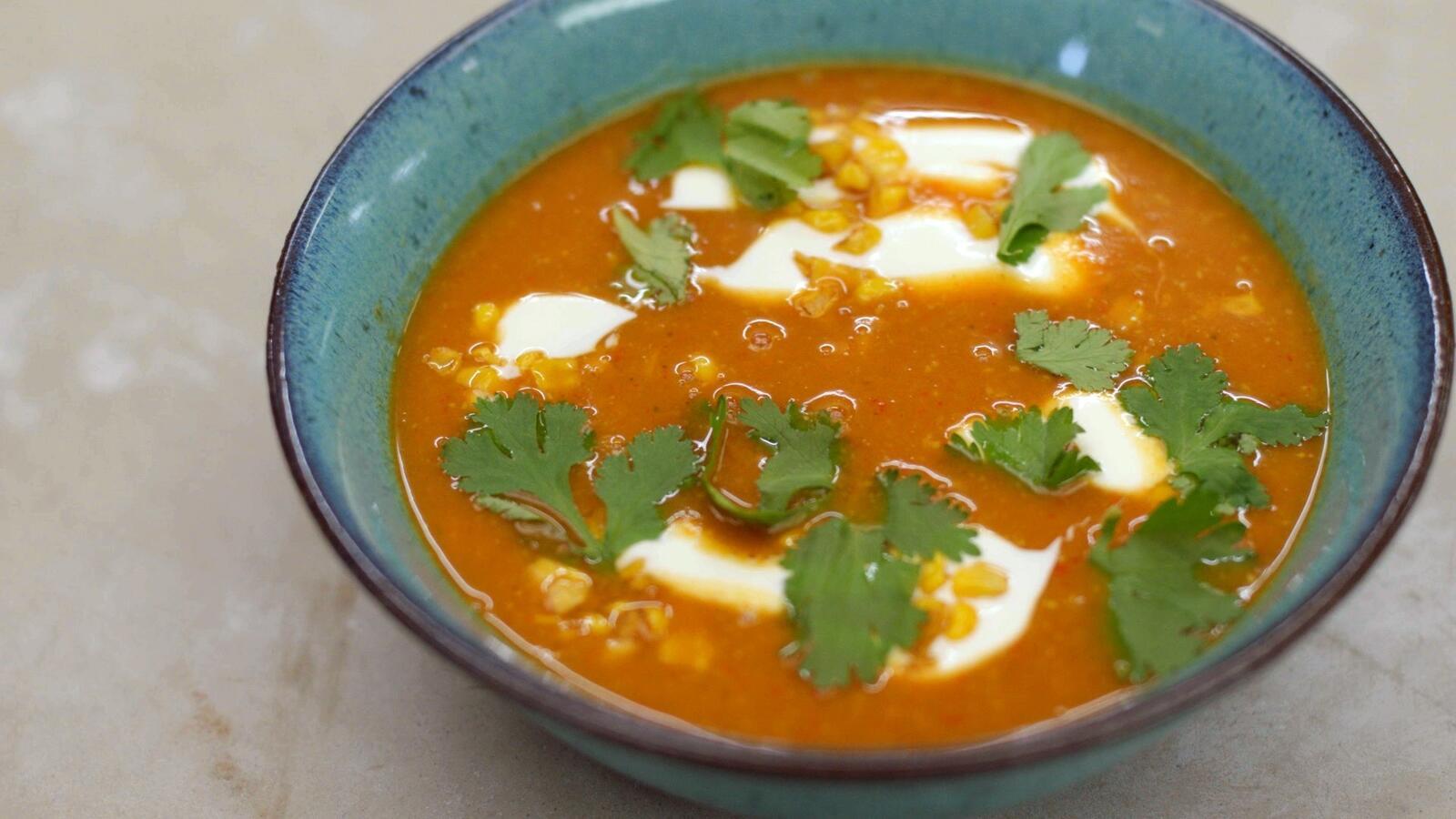 Mexicaanse soep met gebakken mais