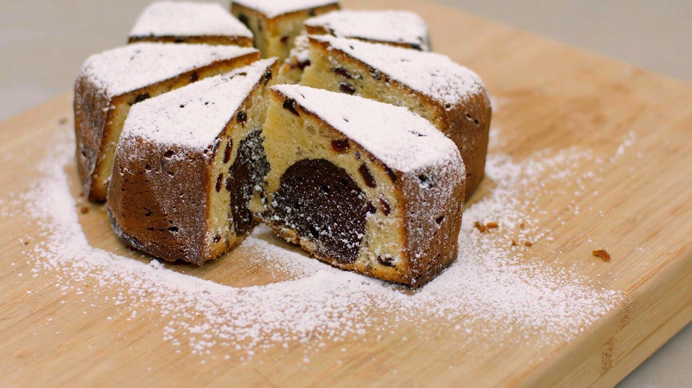 Marmercake met veenbessen en noten