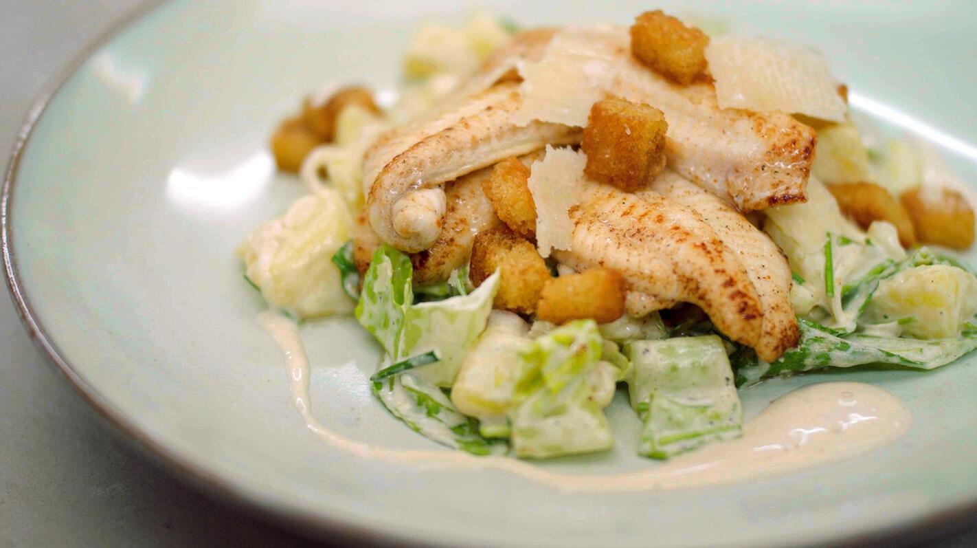 Gebakken zeetong met aardappelsalade Caesar