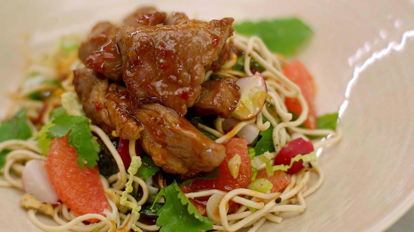 Spiering in de wok en een oosterse salade met miehoen