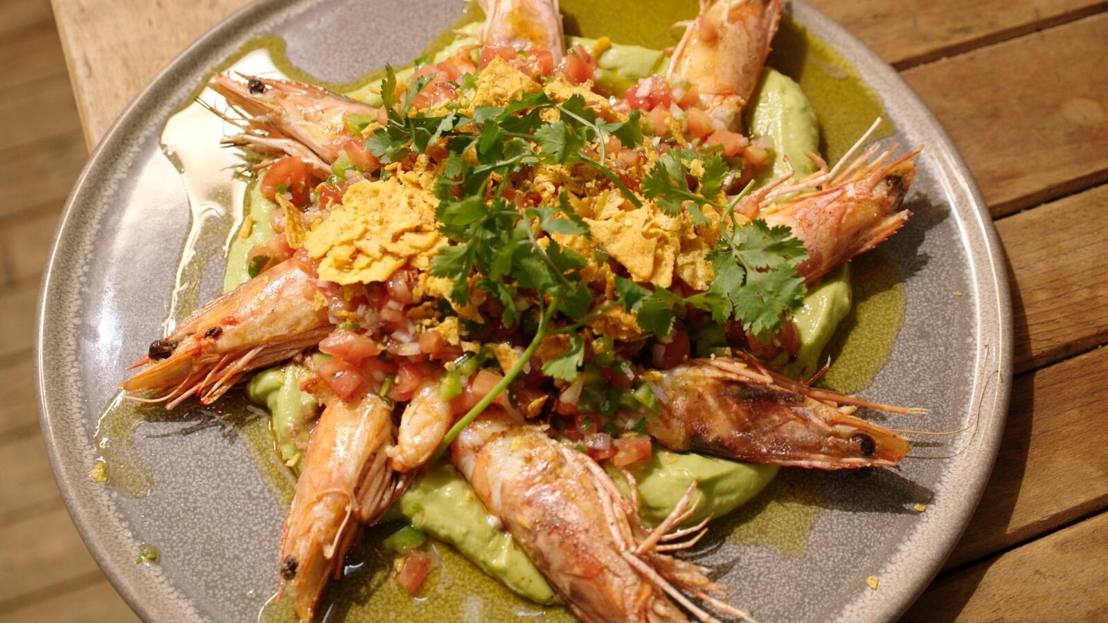 Gebakken gamba's met guacamole en pico de gallo