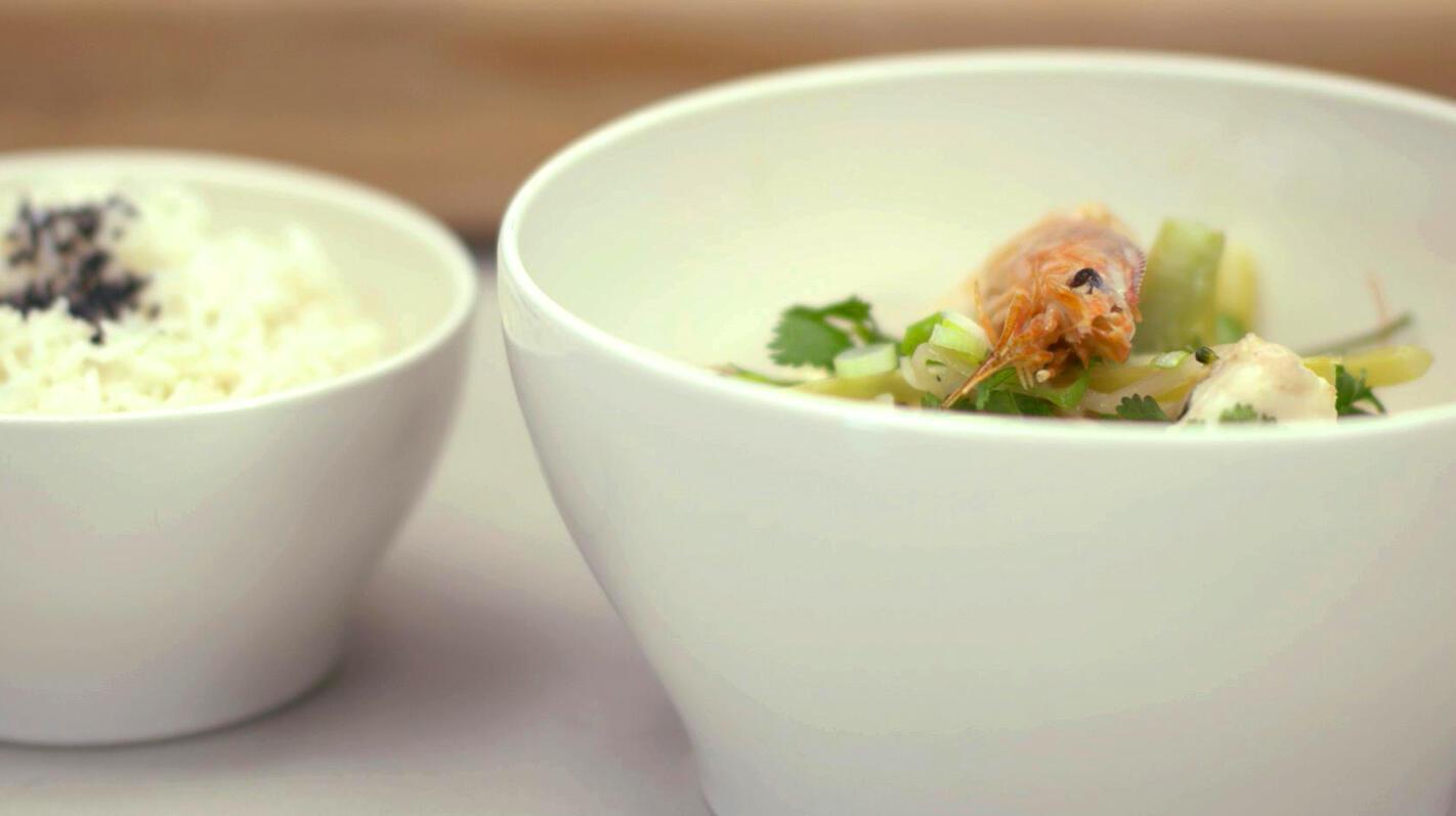 Oosterse viscurry met gamba's en rijst