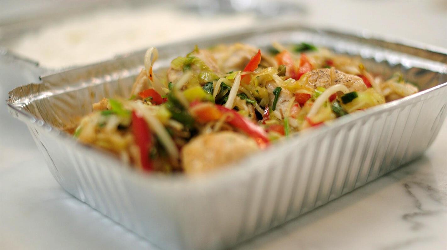 Kip in de wok met groenten en honing