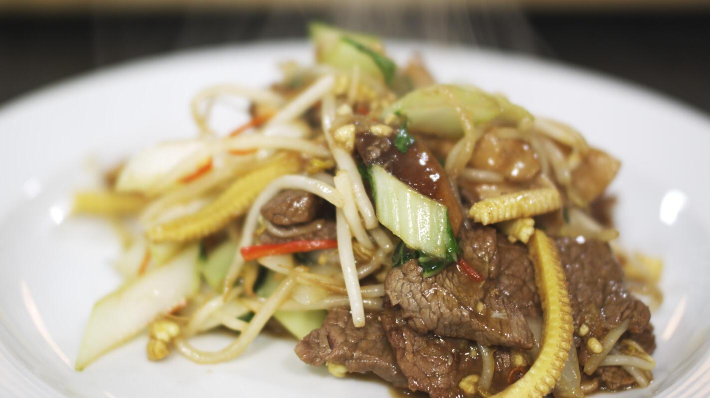 Wok met rundvlees, teriyaki en sesam