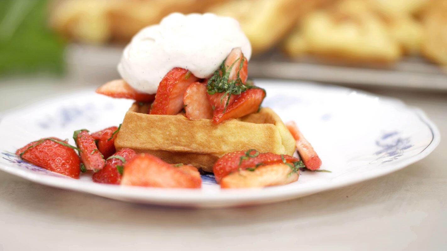 Frangipanewafeltjes met aardbeien en slagroom