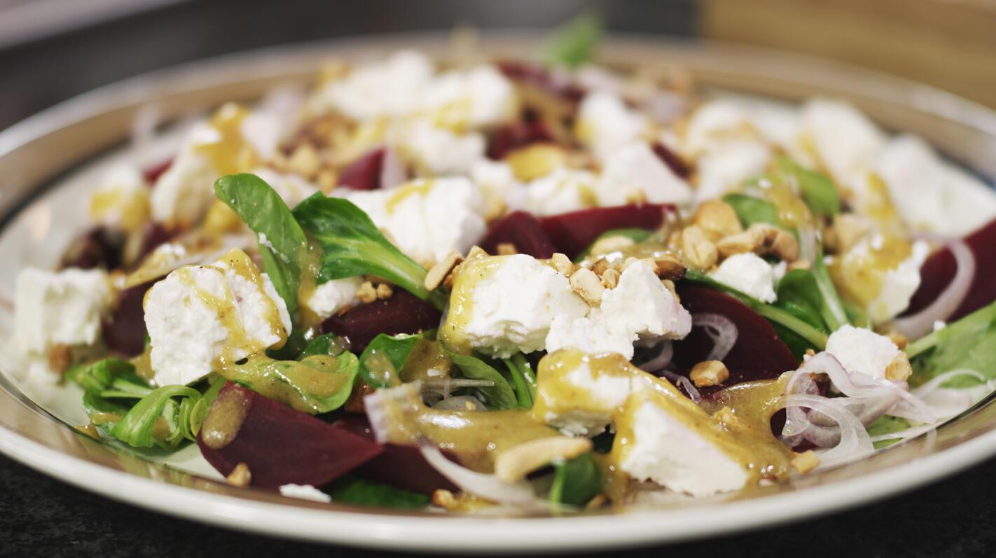 Salade van rode biet, veldsla en feta