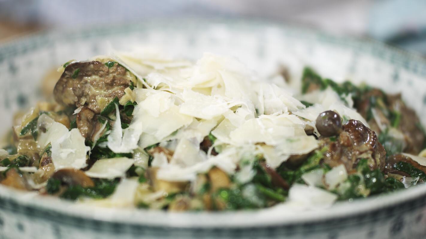 Linguini met kippenlevers en paddenstoelen