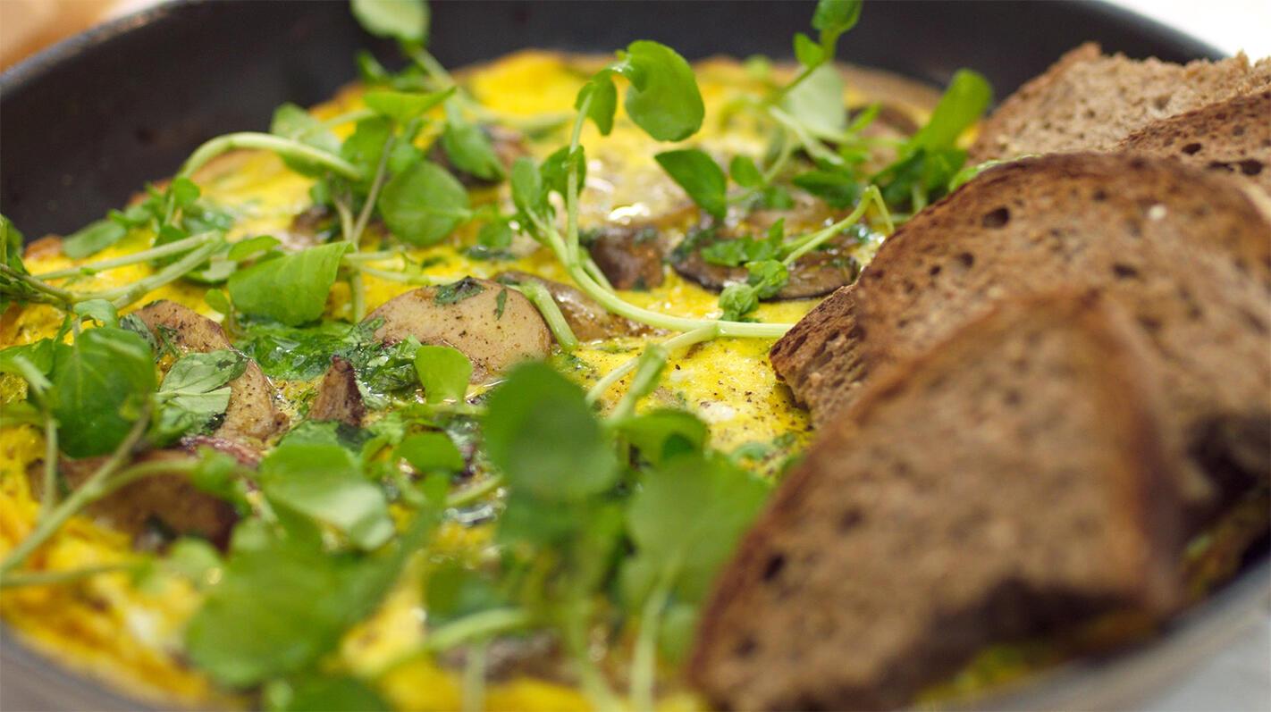 Omelet met eekhoorntjesbrood en peterseliewortel