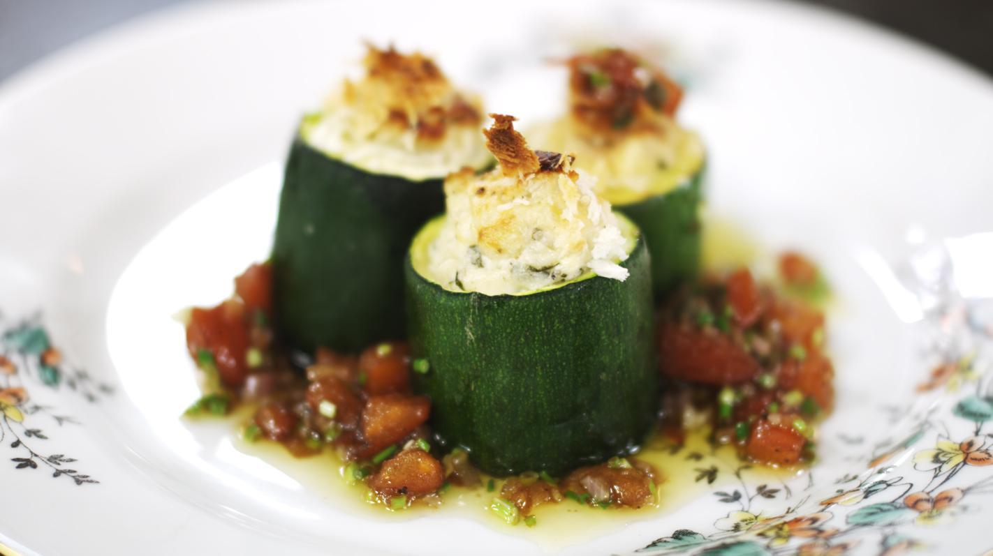 Gevulde courgettes met warme tomatenvinaigrette