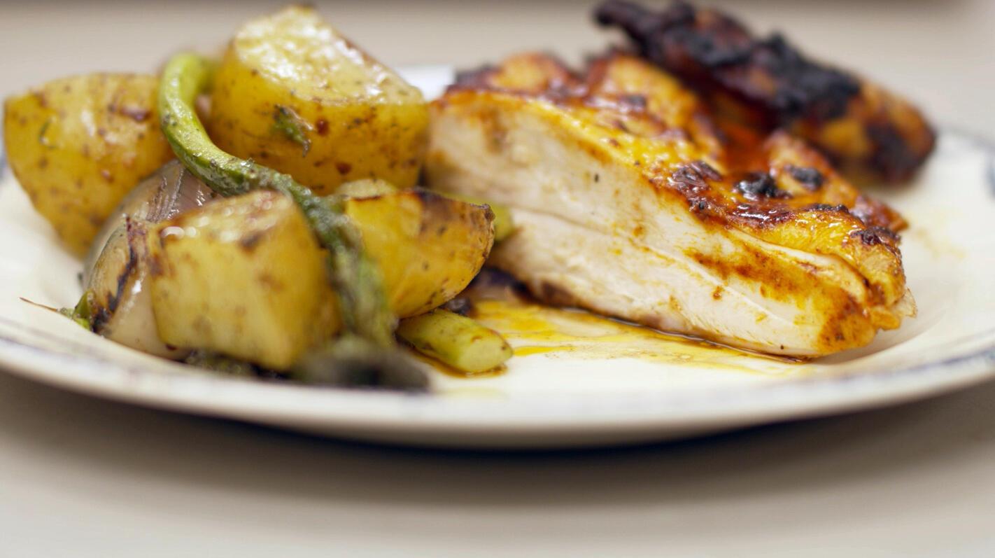 gemarineerde kip crapaudine met groene asperges en aardappelen