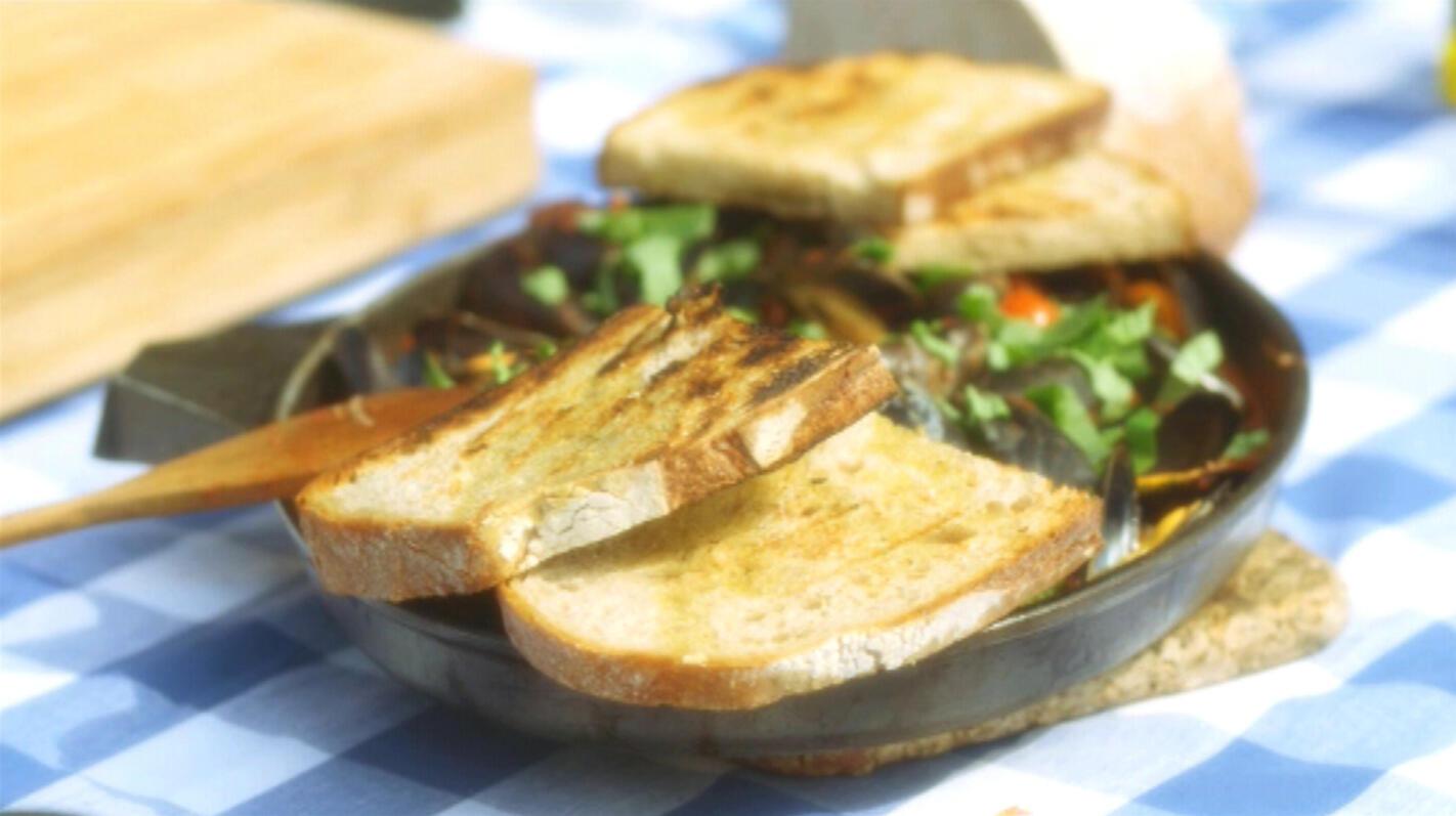 Mosselen 'à la provençale' met getoast brood