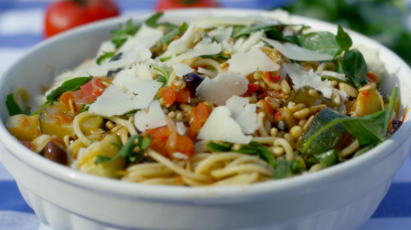 Keigemakkelijke spaghetti met tomaat en courgette