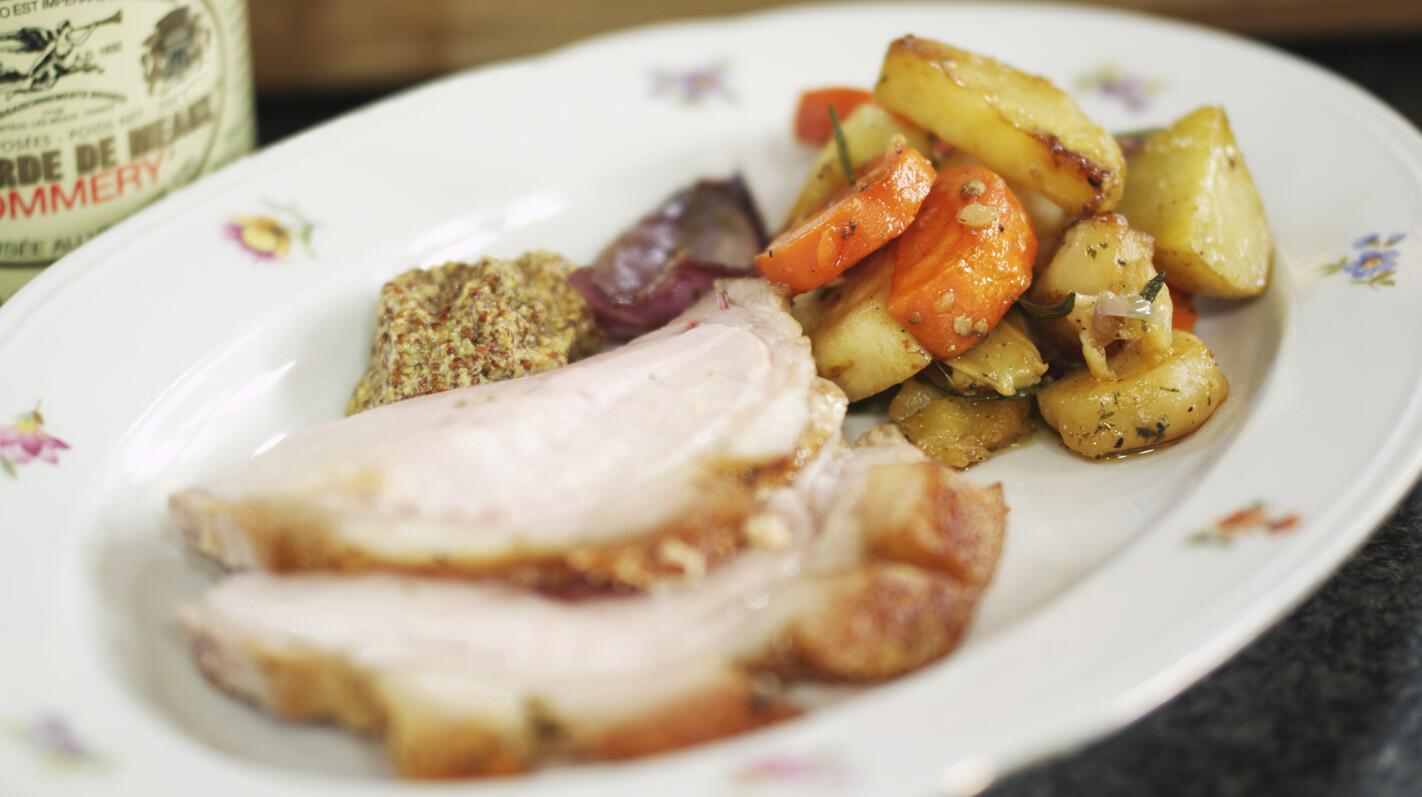 Varkensribstuk in de oven met geroosterde groenten