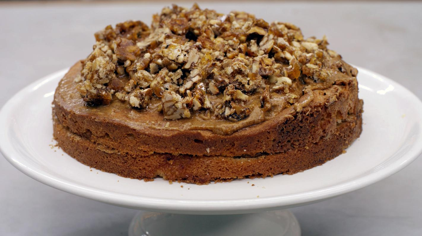 Cake met mokkavulling en zoete walnoten
